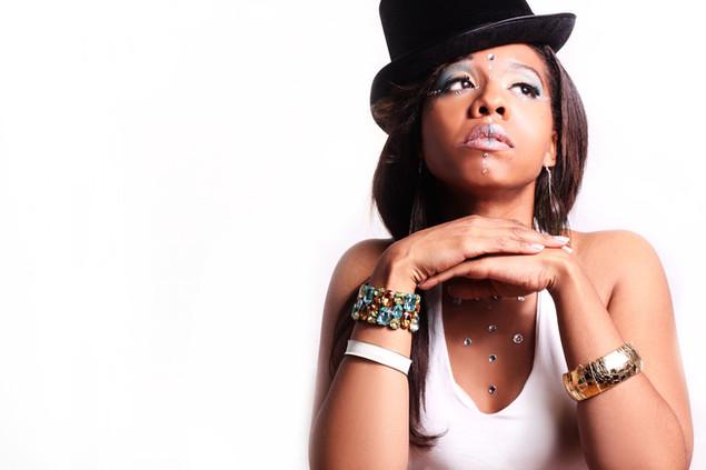R&B  SINGER  DONNA KING