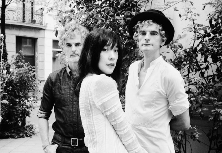 Blonde_Redhead_byJulienBourgeois-01HD-e1
