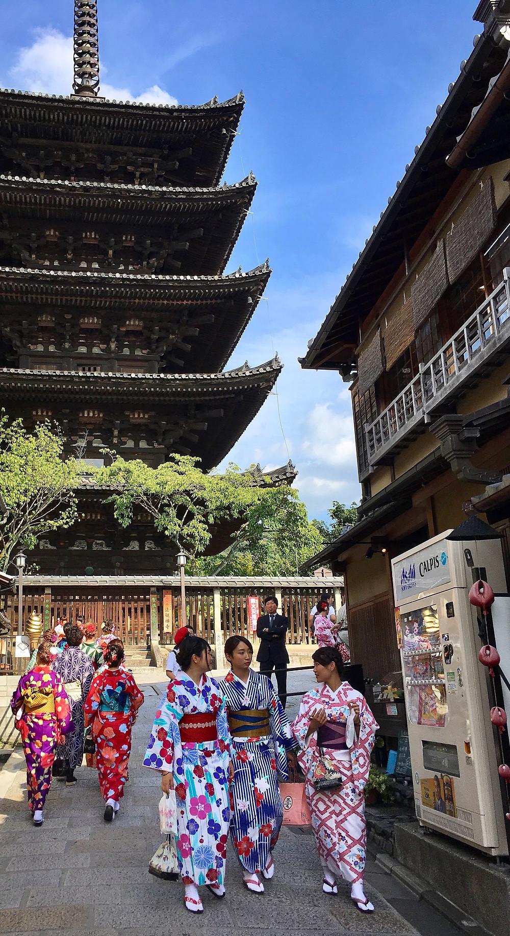 Girls in kimono at Yasaka Pagoda in Kyoto