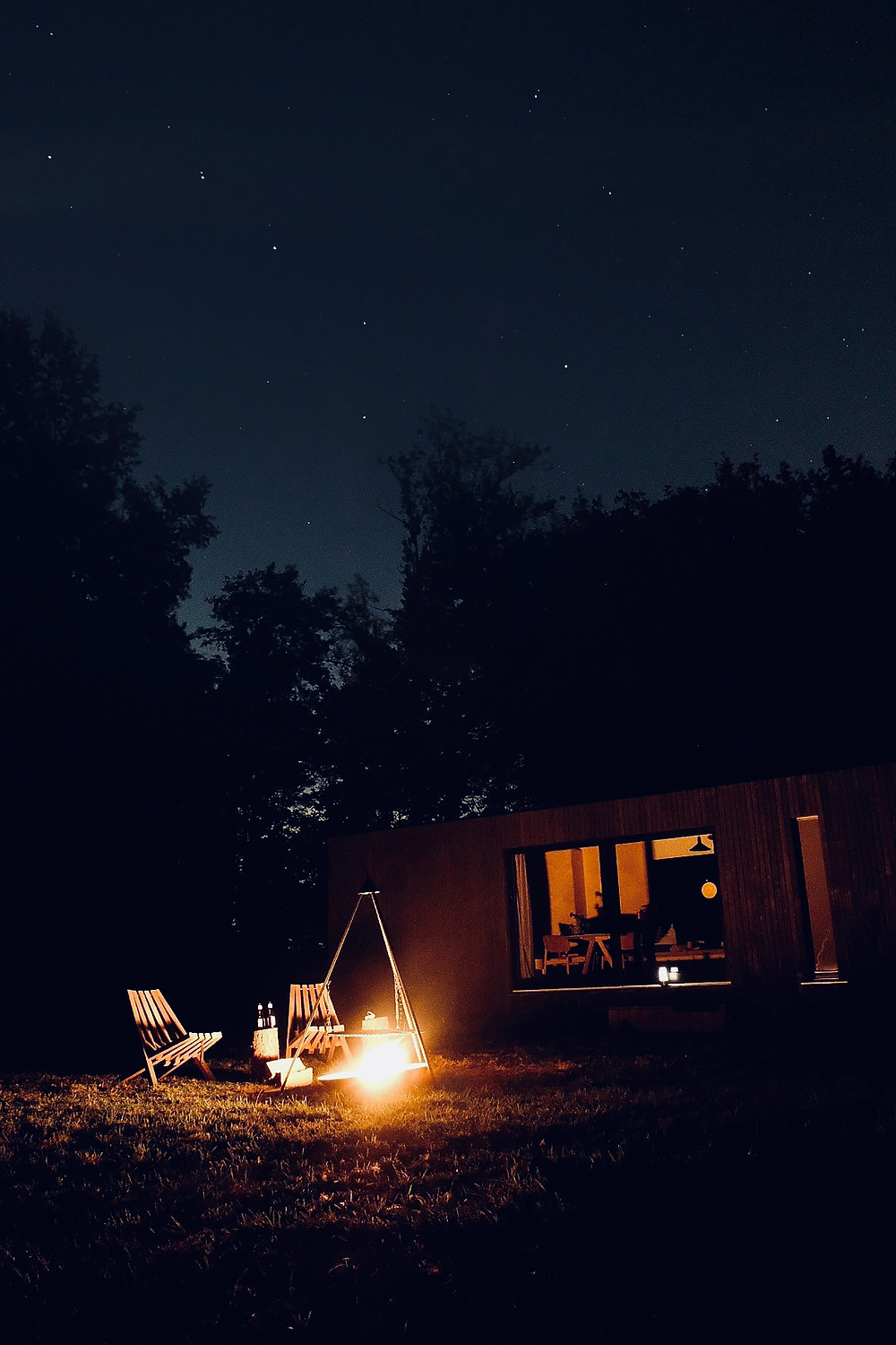 Starry night and campfire at Slow Cabins Belgium