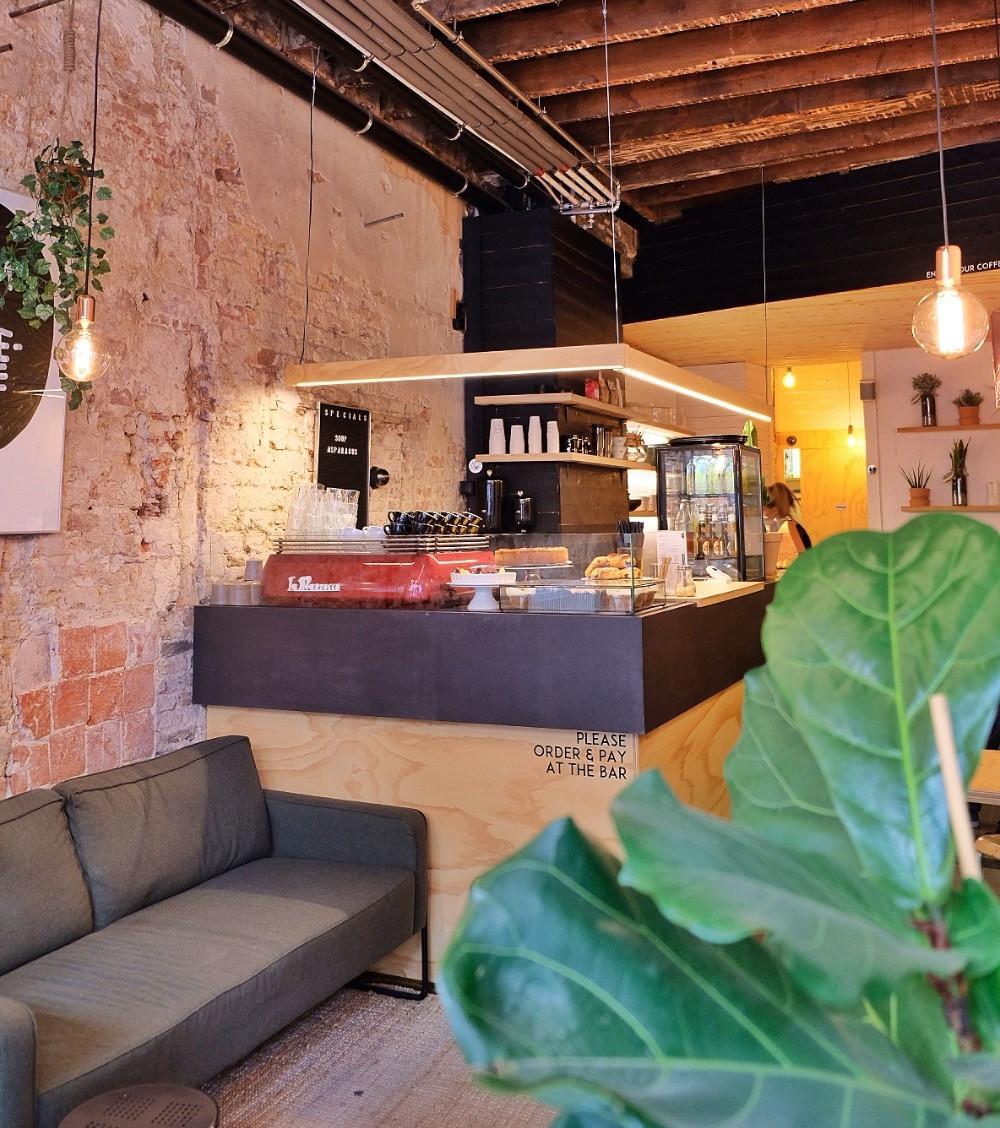 Cafuné Espresso Bar in Bruges