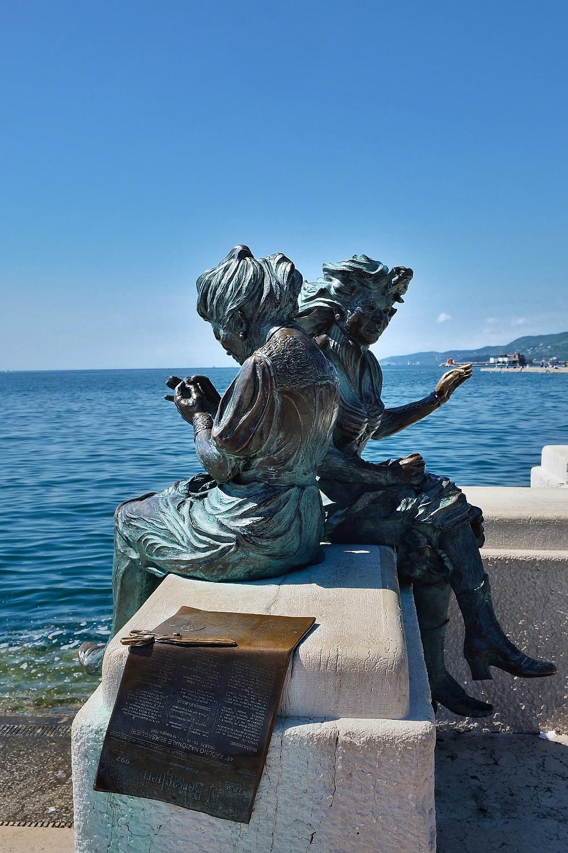 Statue 'Le Ragazze di Trieste'