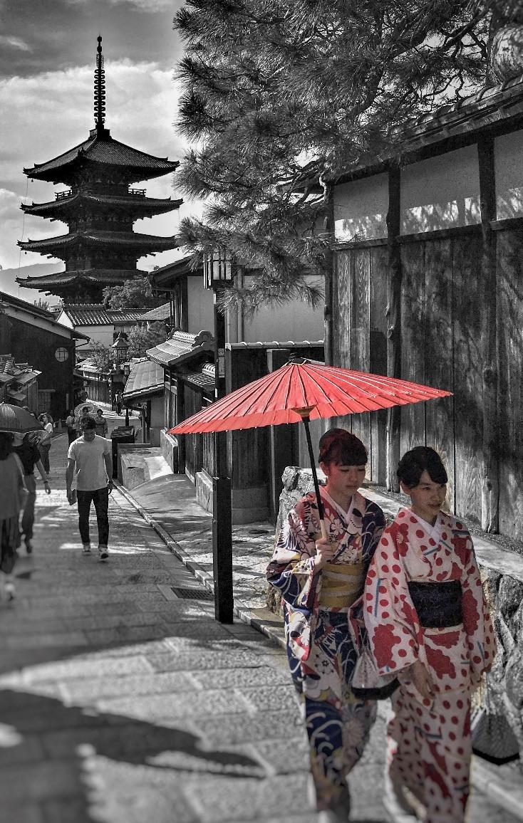 Girls in kimono at Yasaka Pagoda in Kyoto Japan