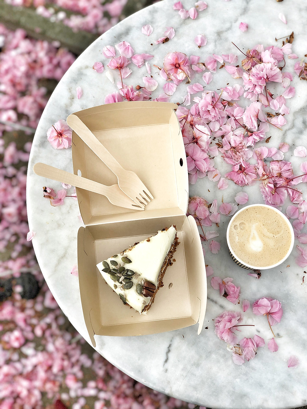 Carrot cake and coffee from Walvis Antwerp