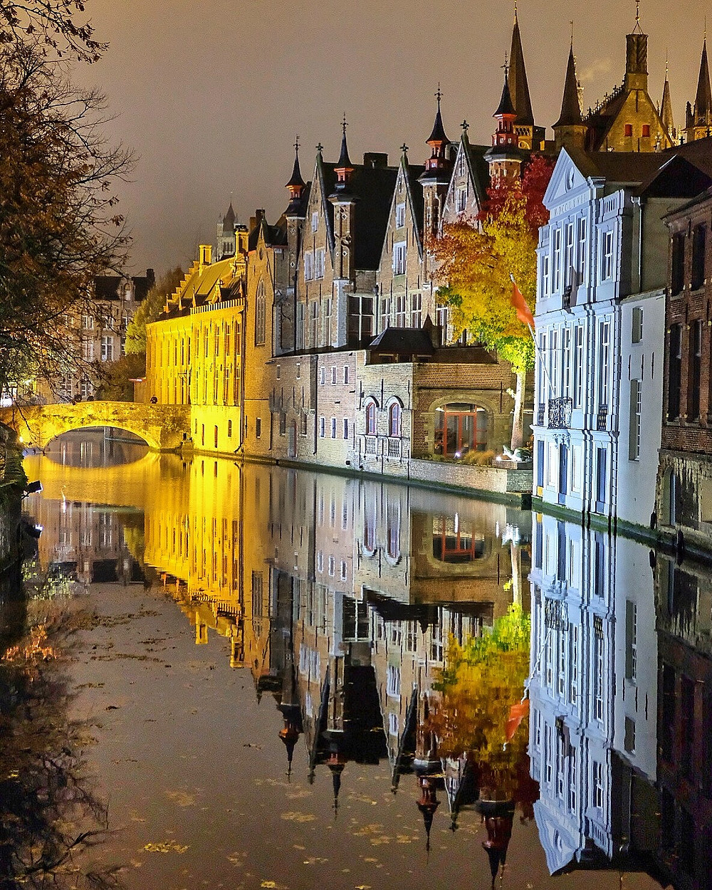 Canals by night in Bruges