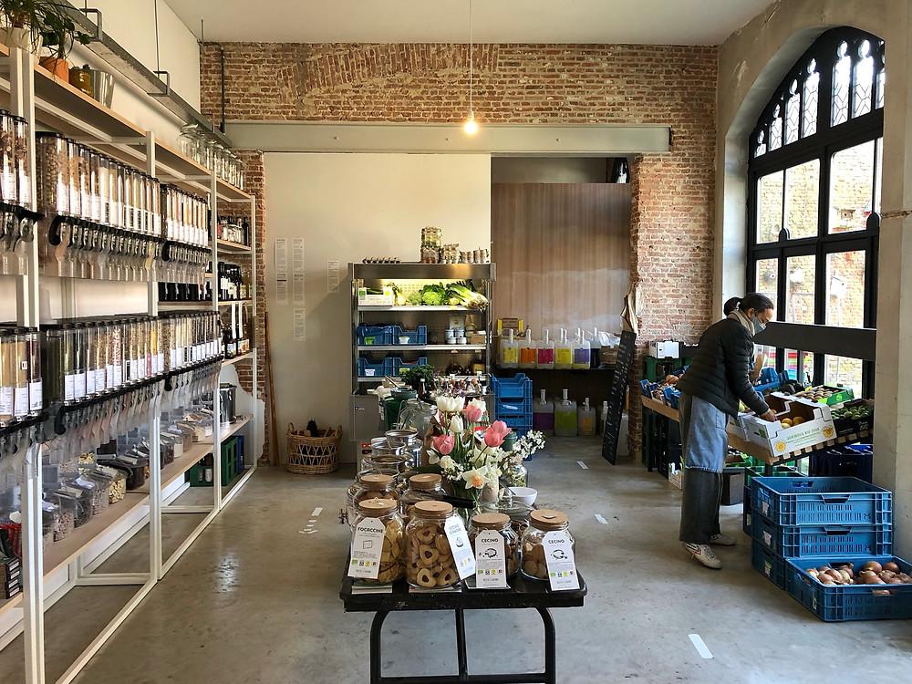 Lara Mora Package free shop in Sint-Niklaas