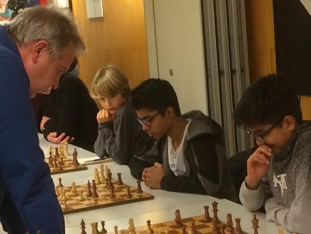 OEW spelers simultaan met John van der Wiel
