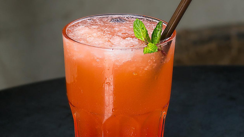 strawberry-mint-spritzer-50379280.jpg