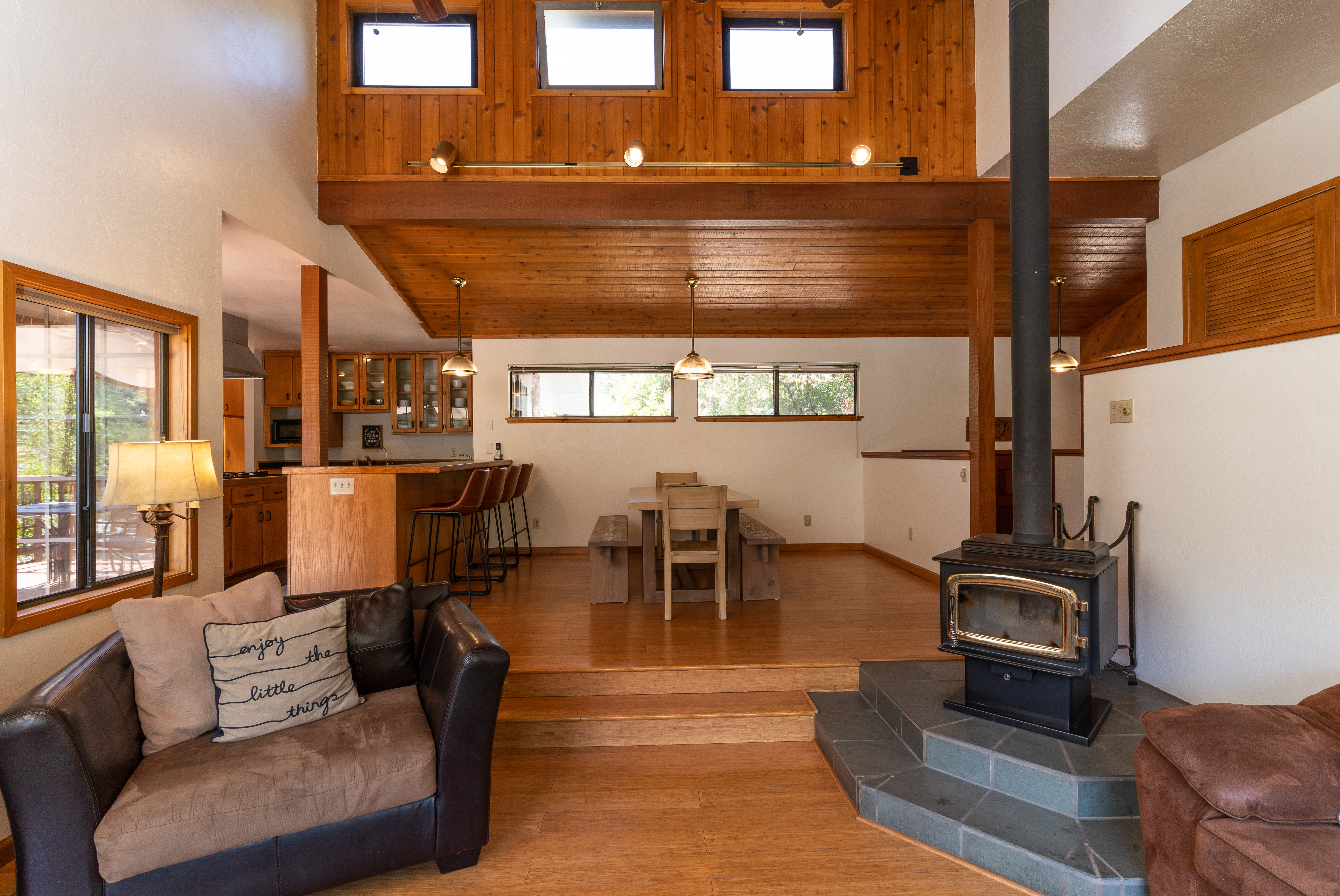 Riverhouse Living Rm looking at Dining R