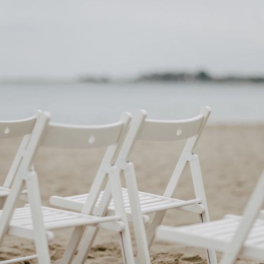 SchlipsundSchleier, Heiraten an der Ostesee, Timmendorfer Strand, Wolkenlos, Klappstühle, Freie Trauung