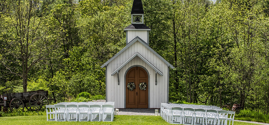Little White Chapel at Hayloft on the Arch Ceremony Location