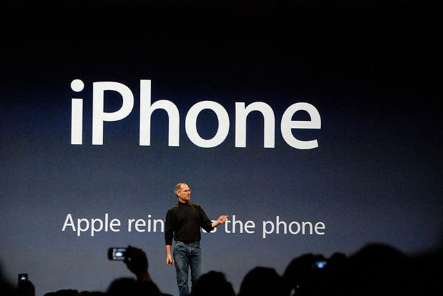 Steve Jobs presents the iPhone