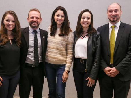Liziane entrega R$200 mil para Hospital Bom Pastor de Igrejinha