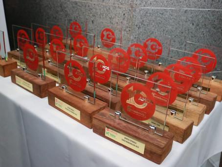 Liziane Bayer é agraciada com o Troféu 10 anos em Evidência