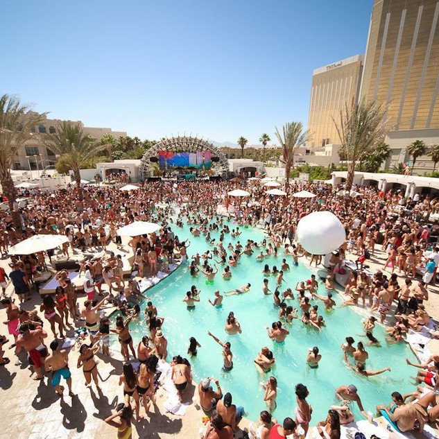 A Pool Party at Mandalay Bay