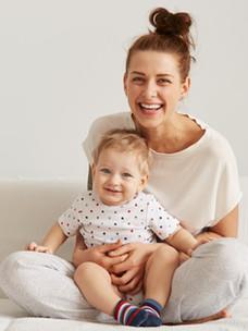 Onun Çocuk ile Mutlu Anne