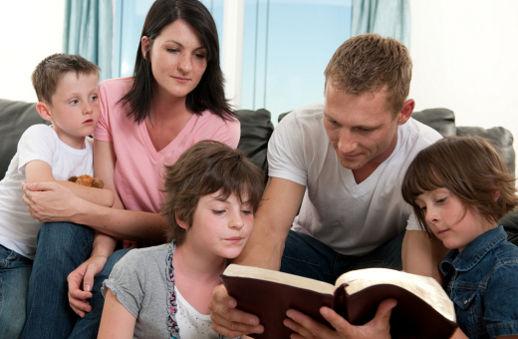Familia basada en la Biblia.jpg