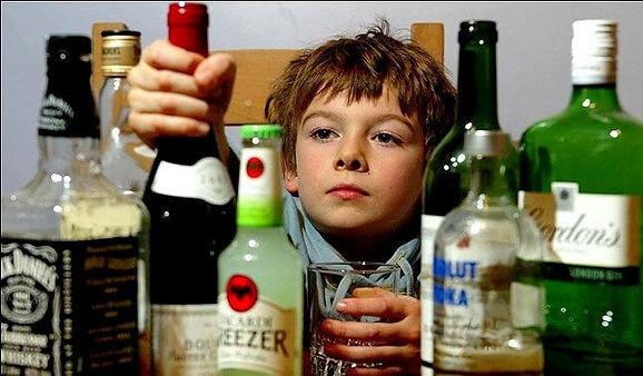 ALCOHOL Y NIÑOS.jpg