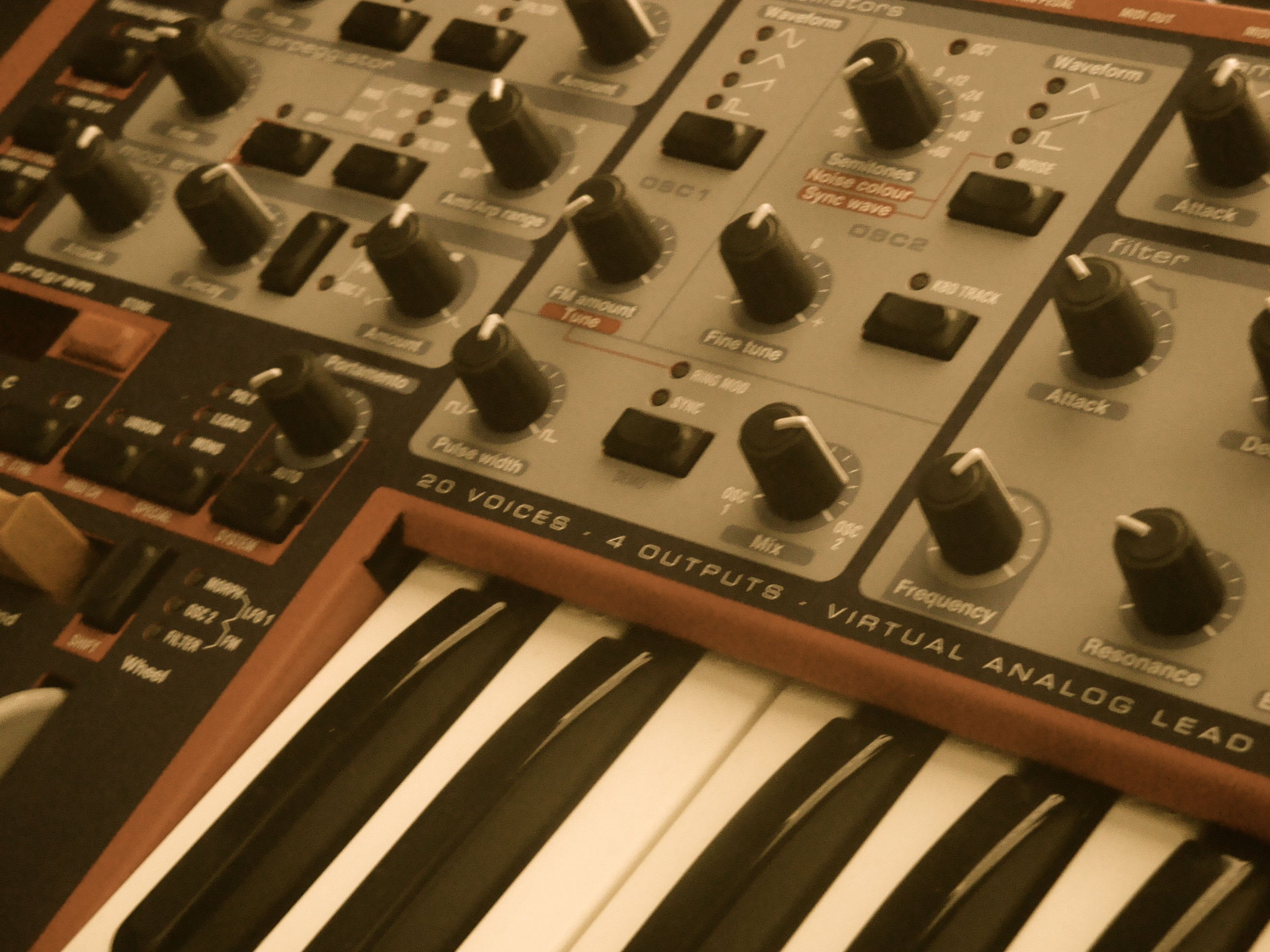 Nord+2X+Closeup+Antique