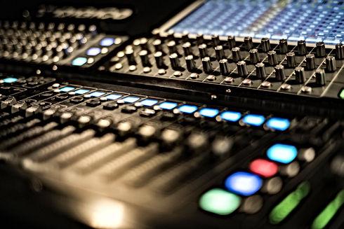 radiostation4.jpg