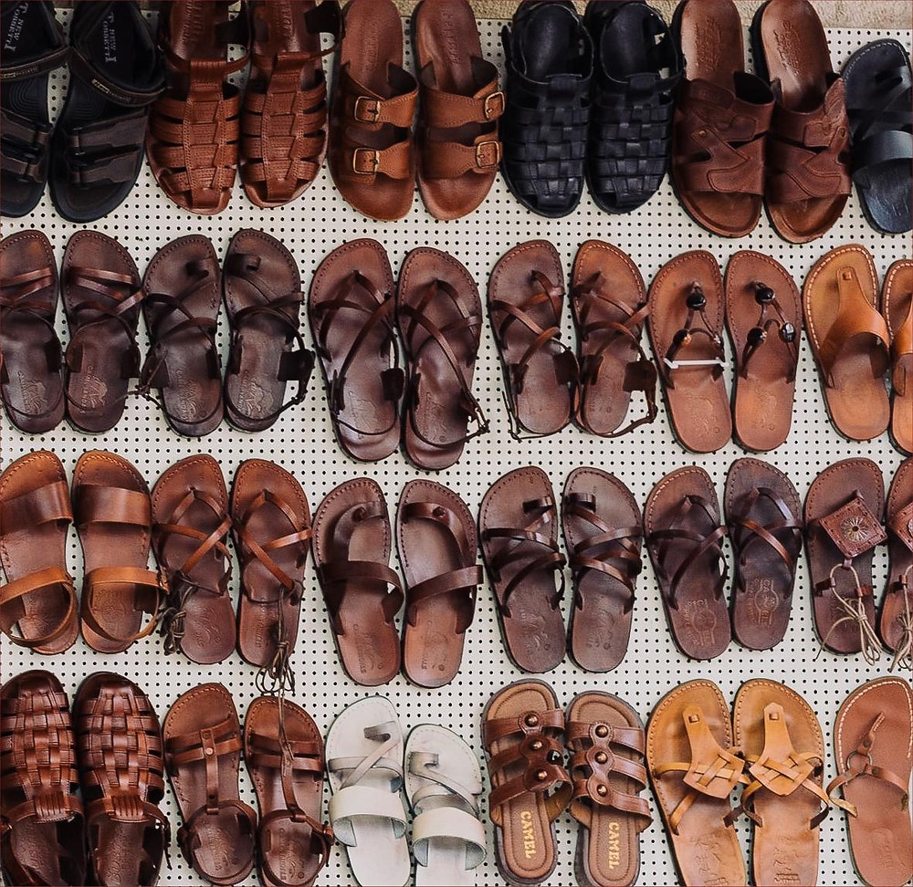 Assorted sandals (photo: Adam Jang, Unsplash)