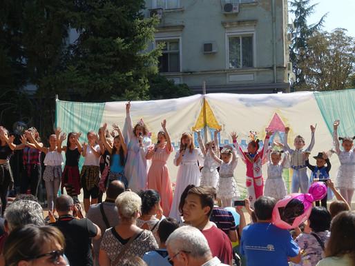 Малки и големи танцьори представиха вълшебен детски спектакъл за празника на Димитровград
