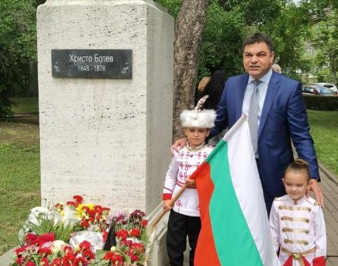 Димитровградчани почетоха паметта на загиналите герои за свободата и независимостта на България