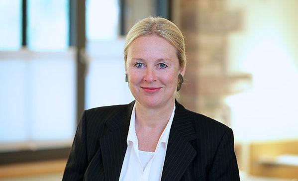 Karin Huch-Hallwachs, Steuerberaterin