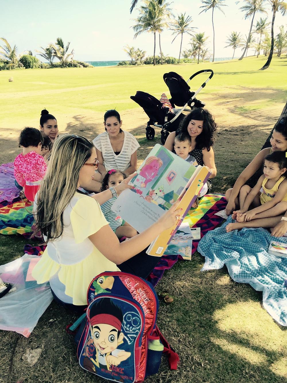 Maestra Nydiamm leyendo