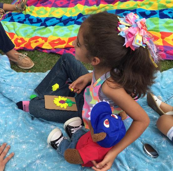 Las niñas y niños llevaron a cabo un girasol utilizando plastilina