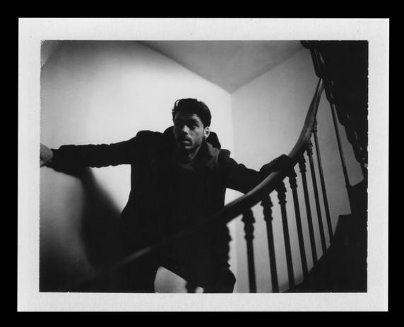 Richard Madden : Stairs