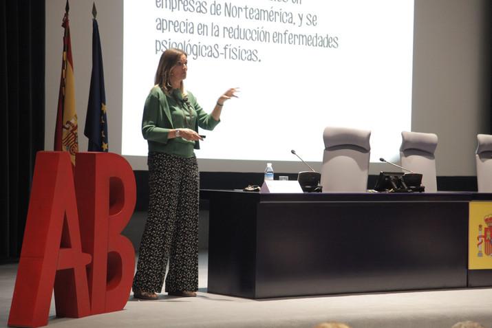 Yolanda Cuevas alerta sobre la necesidad de dar un giro en los entornos laborales para aumentar la s