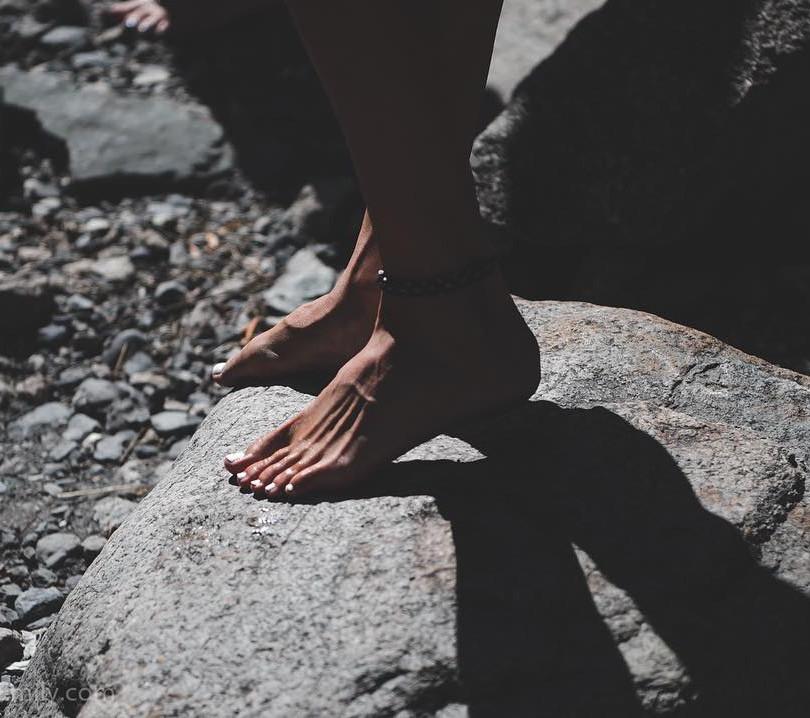 Rosie's feet.jpg