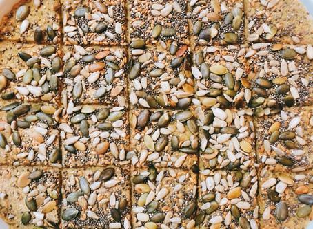 cracker de milho e sementes