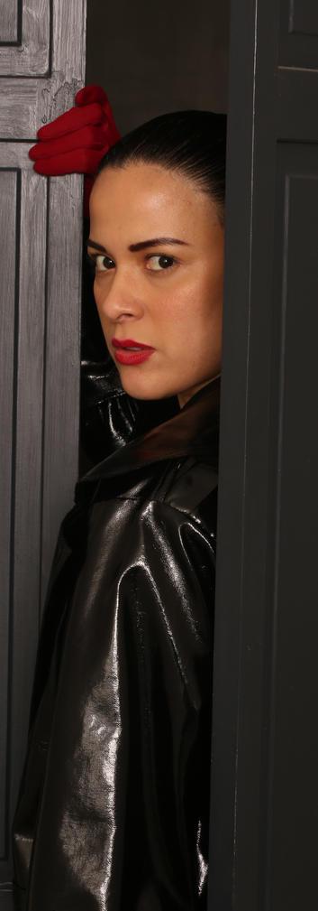 Desde niña amaba las novelas, series y películas policiales. Heredó ese gusto de su padre el gran Dick Tracy conocida figura del mundo de la investigación. El y su madre tuvieron un romance y poco tiempo después de su nacimiento se separaron. No han mantenido una relación cercana desde entonces. Sin embargo, ella lo admira mucho y quiere llegar a ser tan buena como él en el oficio de detective. Es adicta a su trabajo y ama mantener una relación cercana con sus clientes. No tiene muchos amigos pero se lleva bien con sus colegas. No es muy romántica aunque lleve el nombre de Julieta pero si muy valiente y ama tomar riesgos en su trabajo.