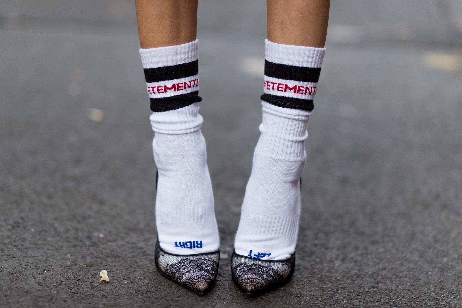 Grosses chaussettes chaussures danse