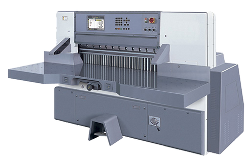 HYE-LART 130F10 : Massicot 130cm, écran LCD 10.4, programme, table sans fente
