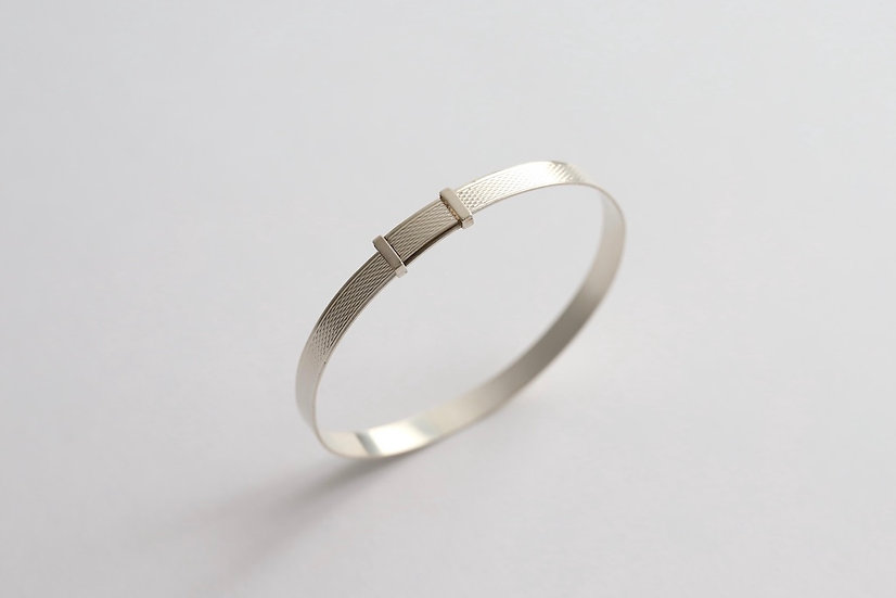 sterling silver bangle/geometric