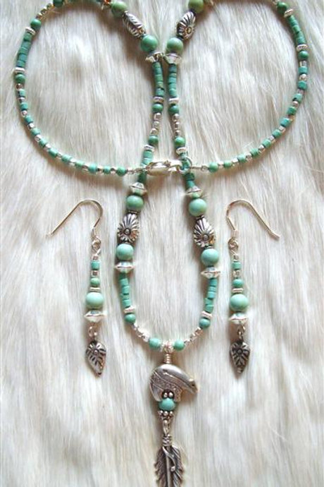 Light Colored Turquoise Sterling Bear & Feather Necklace & Earrings