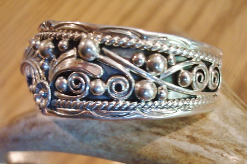 Wonderful Antiqued Sterling Silver Floral Design Cuff