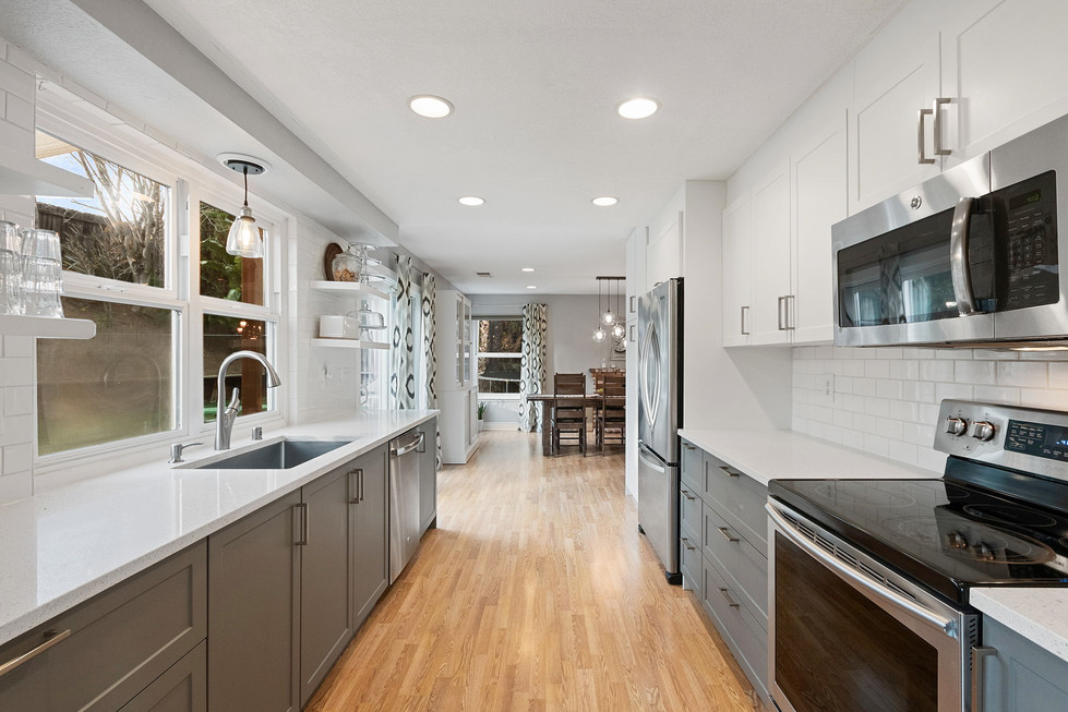 Chic Dual-Toned Cabinetry