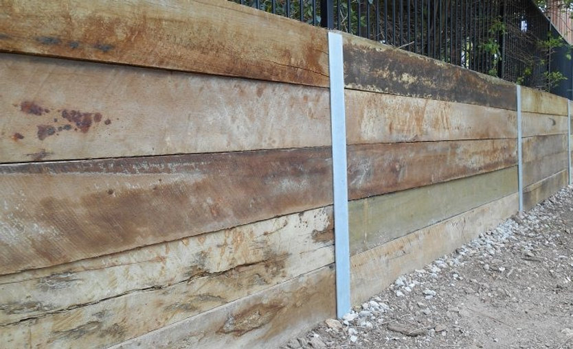 Timber-sleepers-HBeam-steel-posts_edited