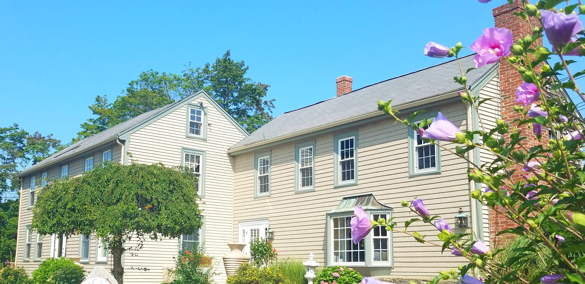 Our Spa is located in a renovated 1774 house. Once inside you will see we have transformed the building into a peacful retreat while maintaining many of the original features. Upper and lower parking is available.