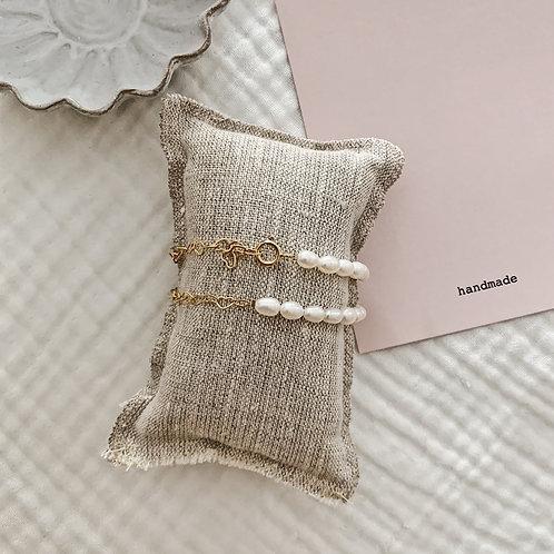 Bracelet perles d'eau douce et coeurs