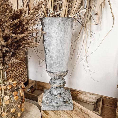 Grand vase en métal ancien