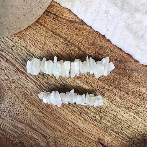 Barrette avec perles en nacre blanche