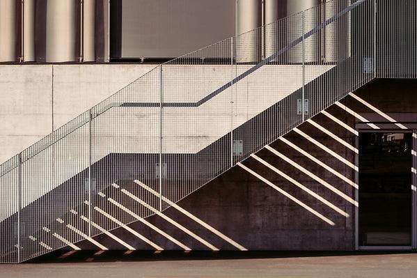 고 대비 계단