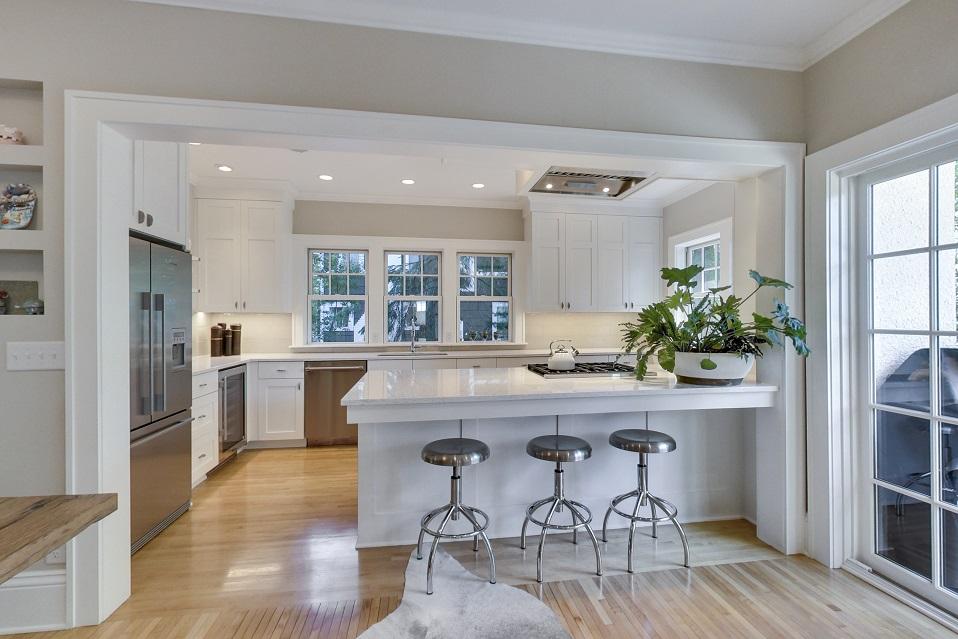 Kitchen, Lynnhurt Transitional
