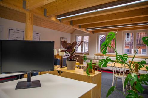 Einzelarbeitsplätze in produktiver Atmosphäre