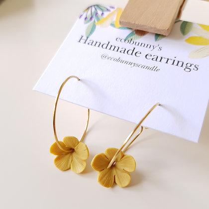 Flower on earring hoops / vintage yellow 1.2cm